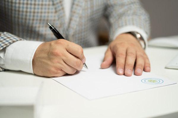 Podpis pod umową pożyczki prywatnej